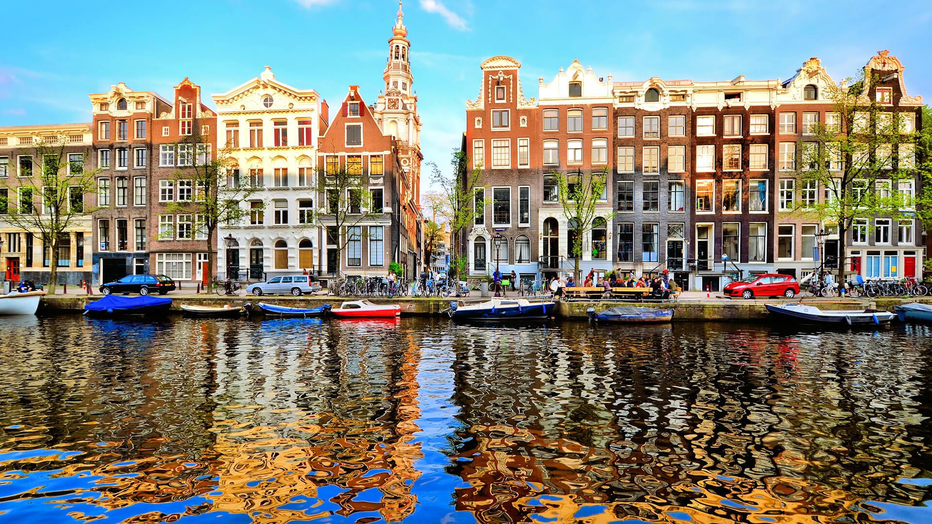 Een behendige makelaar in Amsterdam nodig die je helpt met het zoeken naar woonruimte in Amsterdam??